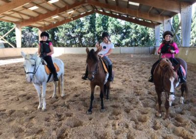 Cours d'Équitation Poney Club au Centre équestre Écurie de la Serre à Saint-Thibéry